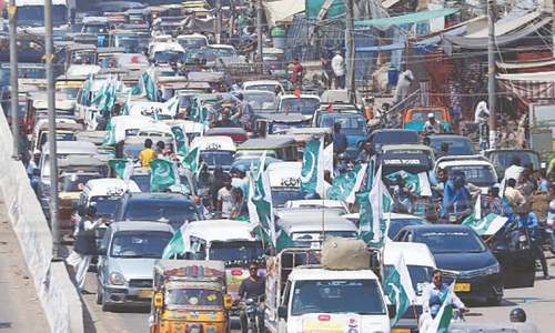Traders vow to continue protest against Covid-related restrictions on Karachi markets