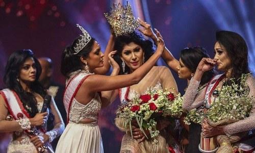 'مسز سری لنکا' کی اہلیت پر تنازع، تاج پہنا کر واپس لے لیا گیا
