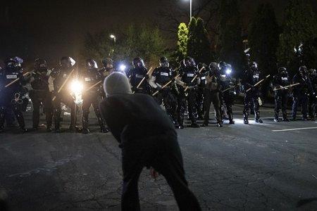 امریکا: پولیس کی فائرنگ سے ایک اور سیاہ فام نوجوان کی ہلاکت پر مظاہرے