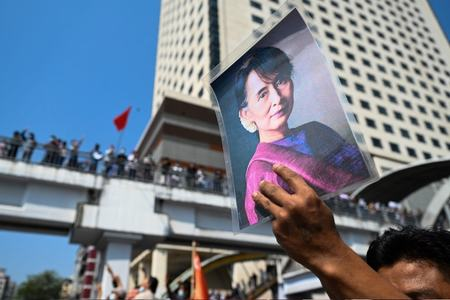 Suu Kyi faces new criminal charges
