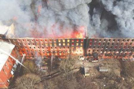 Massive fire guts historic Saint Petersburg factory