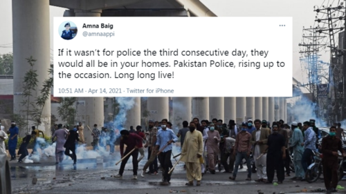 Pakistanis pay tribute to the police as they battle raging mobs