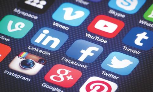 'امن و امان' کیلئے بند کیے جانے کے بعد پاکستان میں سوشل میڈیا جزوی طور پر بحال