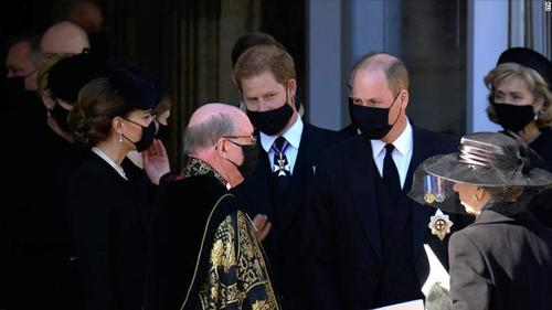 Amid rumours of a rift, Harry and William seen chatting together after royal funeral