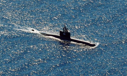 Indonesian leader orders all-out effort to find submarine as oxygen runs low