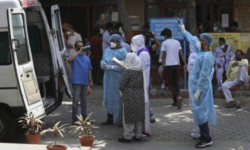 بھارت میں بڑھتے کیسز کے سبب نظام صحت ٹھپ، چھ ہسپتالوں میں آکسیجن ختم