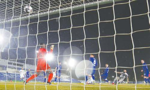 Benzema stunner for Real pegs back impressive Chelsea