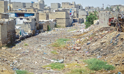 Human chain formed to protest against 'illegal' evictions along nullahs in Karachi