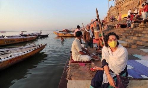 دریائے گنگا میں تیرتی لاشیں دیکھ کر لوگوں میں خوف پھیل گیا