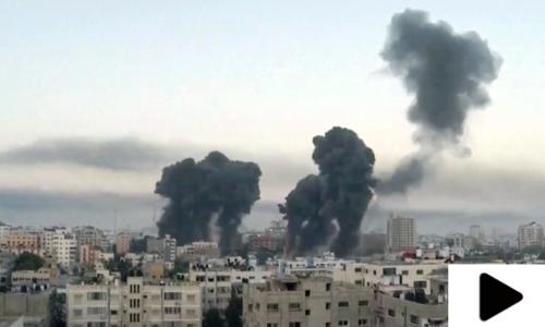 اسرائیلی فوج کے غزہ میں فلسطینیوں پر فضائی حملوں کے مناظر