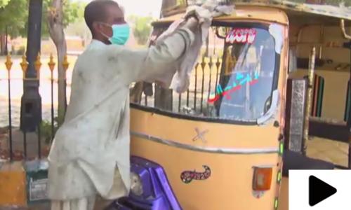 لاک ڈاؤن کے باعث پریشان کراچی کا رکشہ ڈرائیور