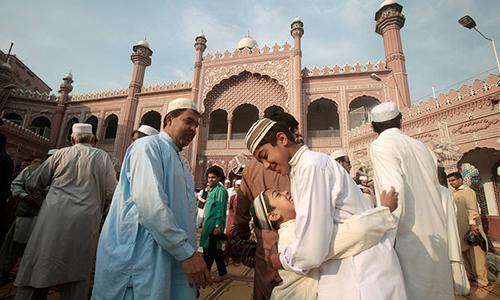ملک بھر میں عید الفطر مذہبی جوش و جذبے کے ساتھ منائی جارہی ہے