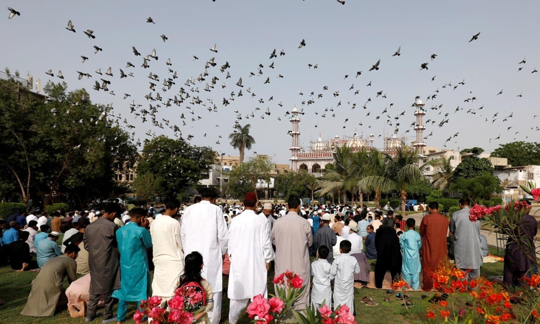 تصاویر: پاکستان سمیت دنیا بھر میں عالمی وبا کے سائے میں عیدالفطر