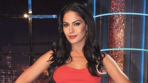 Actor Veena Malik under fire on Twitter for anti-Semitic tweet quoting Hitler