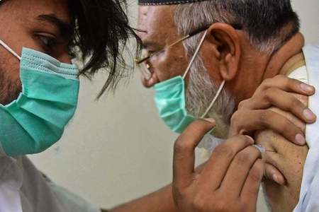 18 officials suspended in Lahore over 'out-of-turn vaccination'