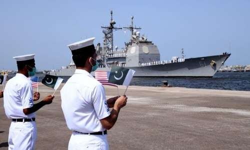US Navy's guided-missile cruiser visits Karachi Port