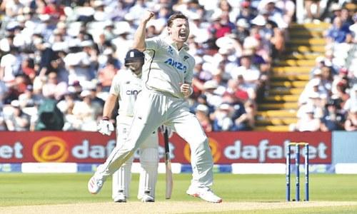 Henry leaves England reeling in final Test