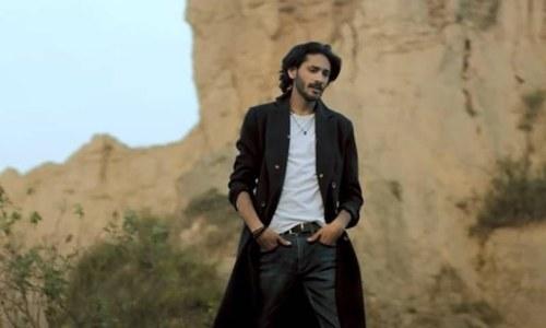زارا نور عباس کے بھائی نے گلوکاری کے میدان میں قدم رکھ دیا