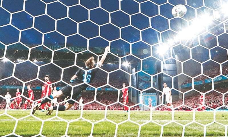 Denmark thrash Russia to reach Euro 2020 knockouts