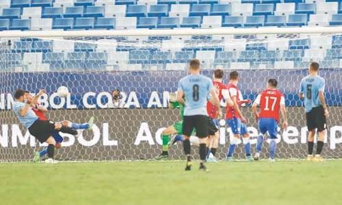 Argentina, Chile through to Copa quarters
