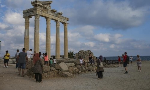 Turkey welcomes back tourists, hopes to recoup losses