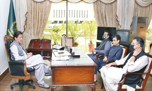 PM wants Sindh to distribute uplift funds justly