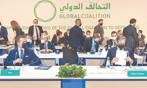 World coalition meets to chart steps against IS