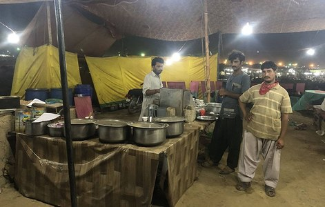 Kaleemullah has set up a make-shift restaurant in the cattle market to cater to the traders and customers. Photo: Shahzeb Ahmed