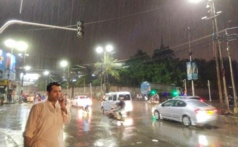 Urban flooding in various areas as heavy rain lashes Karachi