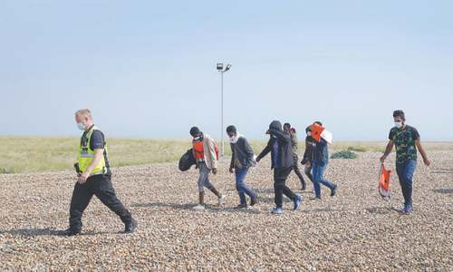 Record 430 migrants cross Channel to UK in single day