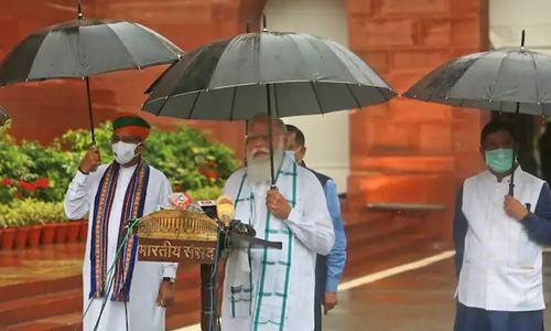 حکومت کے خلاف تنقیدی کوریج کے بعد بھارتی اخبار کے دفتر پر چھاپا