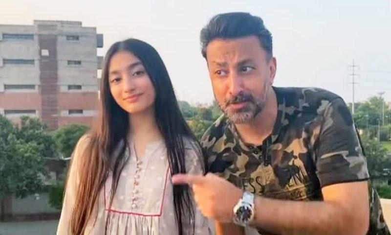 بابر علی کی بیٹی کے ہمراہ 'جانو سن ذرا' پر پرفارمنس کی ویڈیو وائرل