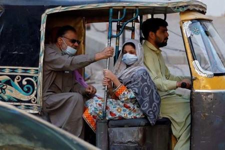 'سنجیدہ ہوجائیں'، پاکستان میں کووڈ کیسز مئی کے بعد بلند ترین سطح پر