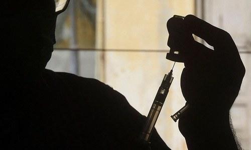 کراچی: غیرقانونی طور پر کورونا ویکسین لگانے کے الزام میں ایک شخص گرفتار