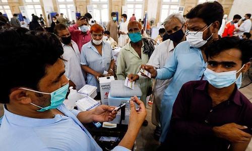 کراچی میں کورونا کیسز کی شرح اب تک کی بلند ترین سطح پر پہنچ گئی