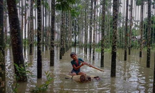 Floods leave 20 dead, 300,000 stranded in Bangladesh