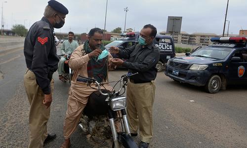سندھ میں لگائے گئے لاک ڈاؤن میں نرمی کا اعلان، ڈبل سواری پر پابندی ختم