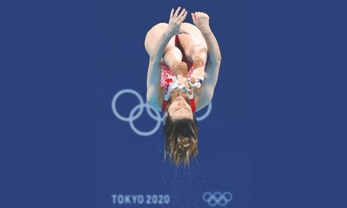 Dominant Shi completes 3m diving sweep