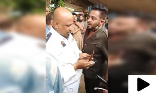 عامر لیاقت حسین کی پولیس اہلکار سے تلخ کلامی