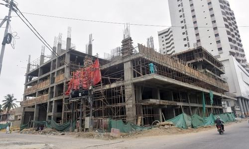 High-rise being built in Karachi's Clifton in violation of SC orders