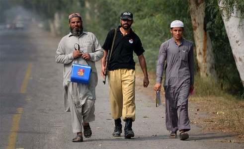 Door-to-door polio drive in KP exposes health workers, police to attacks