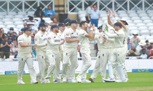 Kohli out first ball as Anderson revives England
