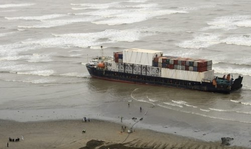 Govt detains 'unseaworthy' ship stranded at Karachi beach
