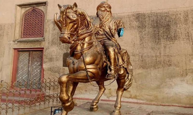 Man arrested for vandalising Raja Ranjit Singh's statue at Lahore Fort