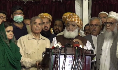Fazl accuses PPP of 'trying to stab' PDM in the back