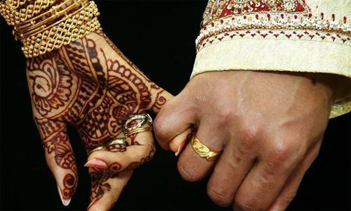 جوڑے نے شادی میں شرکت نہ کرنے والوں کو 40 ہزار روپے کا بل بھیج دیا