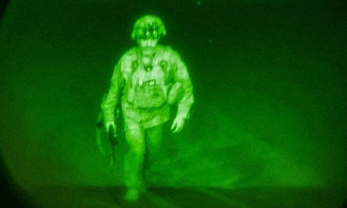Leaving Afghanistan, US general's ghostly image books place in history