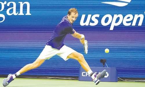 Tsitsipas escapes Murray, Osaka advances at  US Open
