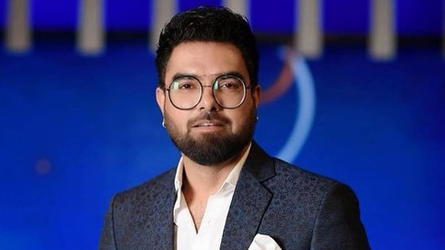 Yasir Hussain shares a video of Iqra singing 'Baby Shark' to their son, reminds us not to judge mothers
