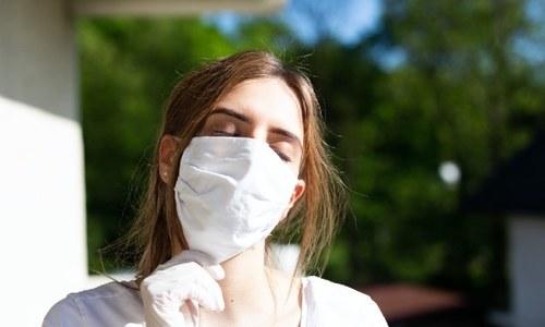 سرجیکل ماسک کووڈ سے بچاؤ کے لیے کس حد تک مؤثر؟